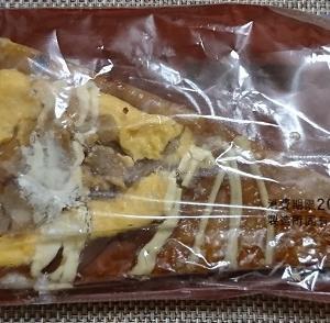 【ローソン】三角ピザパン(照り焼きチキン&たまご)の感想|タレのあまさと香りが特徴的