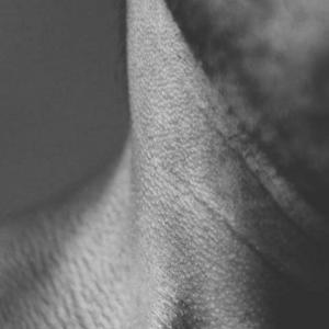 【悲報】毛穴が汚れている男性、女性の半数が「近づきたくない」、3割弱が「・・・・・