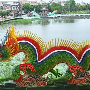 【台湾・高雄 】の龍虎塔と春秋閣 ~中の壁画も素晴らしいです!