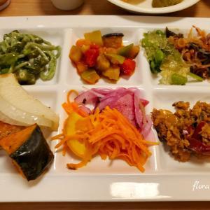 入間のアウトレットで食事~タイ風料理も食べられるバイキング