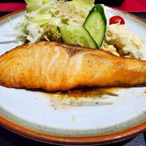 【軽井沢】アパホテルでの夕食、サーモングリルがビッグサイズ!