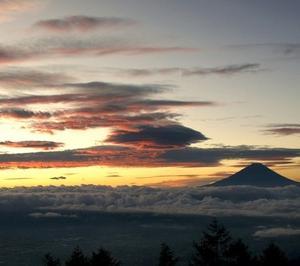 富士山にラピュタの雲