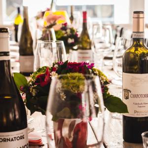 接待/会食でやってはいけないワインの飲み方6選【社会人のマナー】