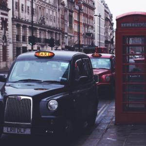 乗り方に一癖あるロンドンタクシー、料金表とオススメ配車アプリ3選
