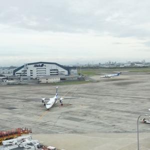プロペラ機多し、伊丹空港