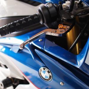BMW S1000RR のヒーター付きグリップ保護のためシュリンクフィルムを装着しました!