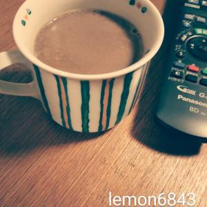 絵付けしたカップでスティックコーヒー。