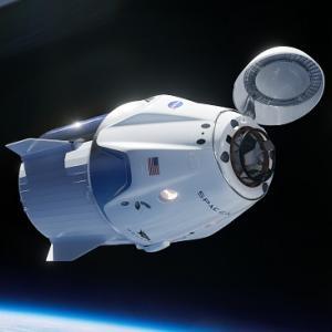 NASAは、ボーイングとスペース・エックスの宇宙船で飛ぶ最初の宇宙飛行士を発表