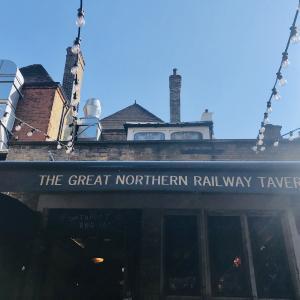 イギリスのパブ The Great Northern Railway Tavern(ザ・グレートノーザンレイルウェイタヴァーン)