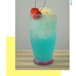 ・〈おうちカフェ〉青いクリームソーダと…・