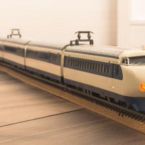 Nゲージ(鉄道模型) 0系新幹線模型 前照灯再塗装と艶出し