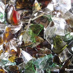 ビーチに散らばるガラス破片回収作業【マジュロ環礁のゴミ問題】