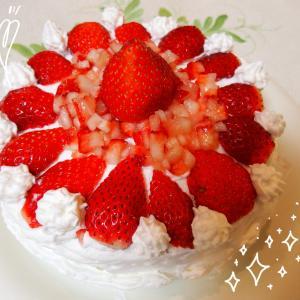 ホットケーキミックスで炊飯器のスイッチぽん♪簡単スポンジでいちごたっぷり♡ケーキ