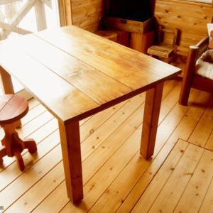 中古のカフェ用テーブルをわが家のダイニングテーブルに