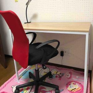 娘の机と椅子 やっと組み立てたわ(^^)v