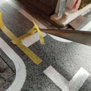 道路に白線を引く工事
