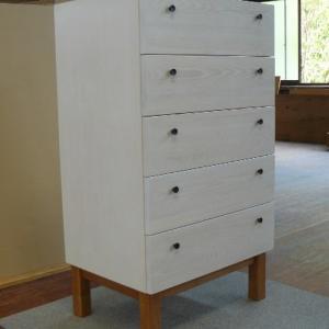 白塗り家具の素敵なを感じる白色収納チェスト