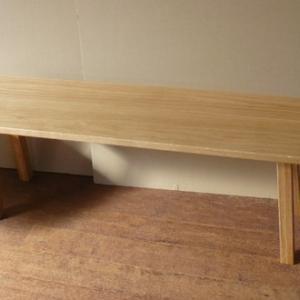シンプルな無垢板ベンチと木ぬくもりをお手軽に部屋のインテリアに