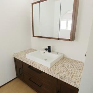 無垢材洗面三面鏡お客様施工例 素敵な洗面ルーム