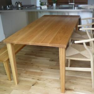 おうち時間と木のぬくもりで癒されるダイニングテーブル&ベンチ
