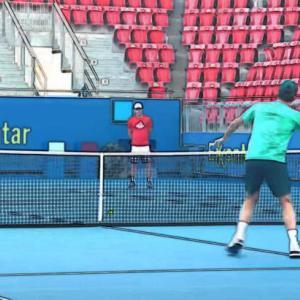 テニス|ボレーが苦手な中級者が身につけたい!ボレーは2種類の動作を使う!
