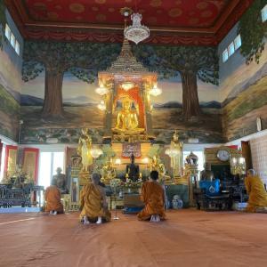 ワット・タートトーン バンコクの美しい寺院!! BTSエカマイ駅前にある人気の名刹を歩く!!