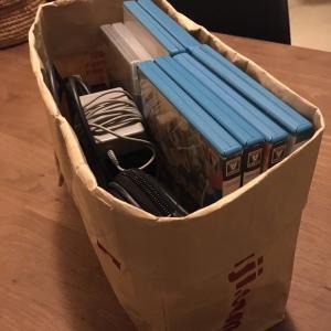 無印良品と紙袋を使ったゲームの収納