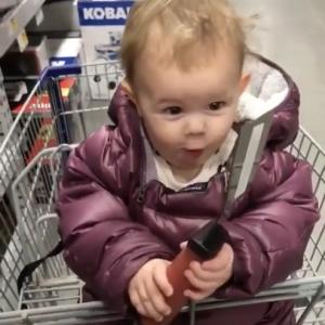 【動画】ホームセンターで大興奮する赤ちゃん。初めてみる工具に興味津々!!