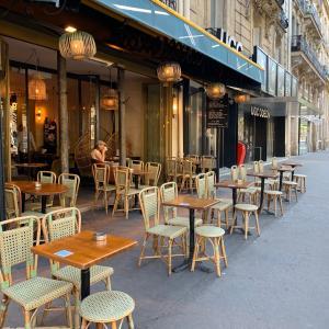 動き出したパリの街
