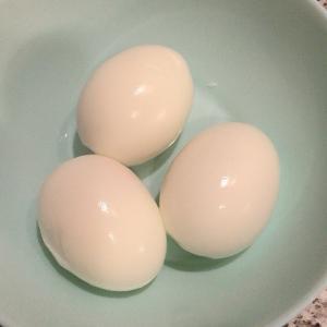 ゆで卵を一瞬で剥く方法!