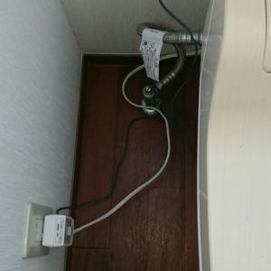 トイレのコードに配線カバー