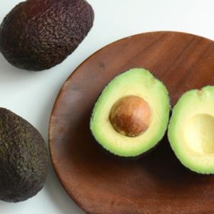 アボカドの変色したのは食べれる?防ぐにはレモンや酢が効果的?