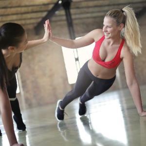 ジムでお洒落なウェアで運動してる女性はどうしても魅力的に感じる