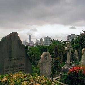 「横浜 外人墓地」週末に募金すると敷地の中が見学できる