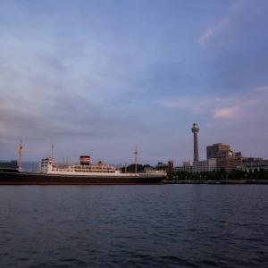 ノスタルジックな横浜な風景、氷川丸とマリンタワーと山下公園