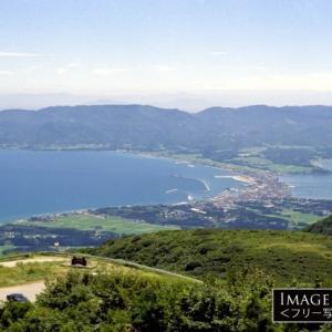 海と湖を隔てる砂州の上に出来た、佐渡・両津の町