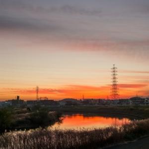 真っ赤に染まった「夕焼けの鶴見川」