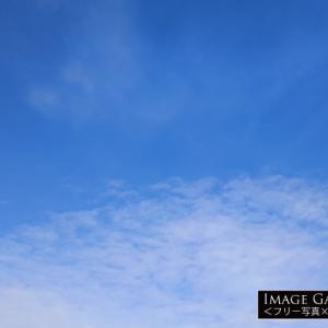 下半分に細かい雲がある青空(横位置)