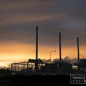 鶴見川 落合橋にある水門と夕焼け
