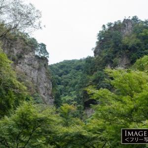 神様の通り道がある「神戸岩」