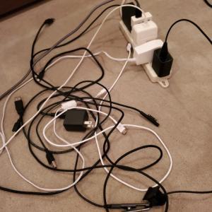 ごちゃごちゃの充電器のケーブルとか、どうしてます?
