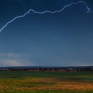 雷の多い県だからこそ!!キャンプ場での雷は危険です。