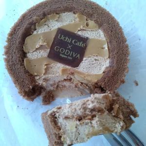 ローソン「GODIVAキャラメルショコラロールケーキ」