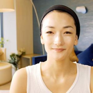 冨永愛、スーパーモデルのシンプル&丁寧なスキンケアとメイクアップ。 | Beauty Tutorial supported by CHANEL | VOGUE JAPAN