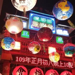 歴史的な廟に広がるランタンの海!これぞ台南のランタンフェスティバル