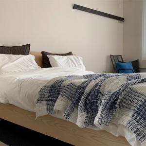 夏の寝室インテリアと寝具