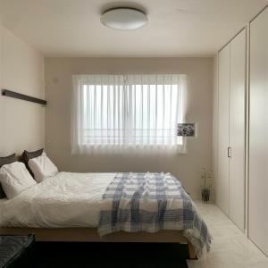 家具の配置換えをした寝室