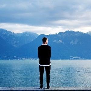 学生より社会人の方が孤独でも平気