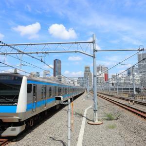 青い電車と青い空