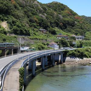E131系、内房線の名所・山生橋梁を行く